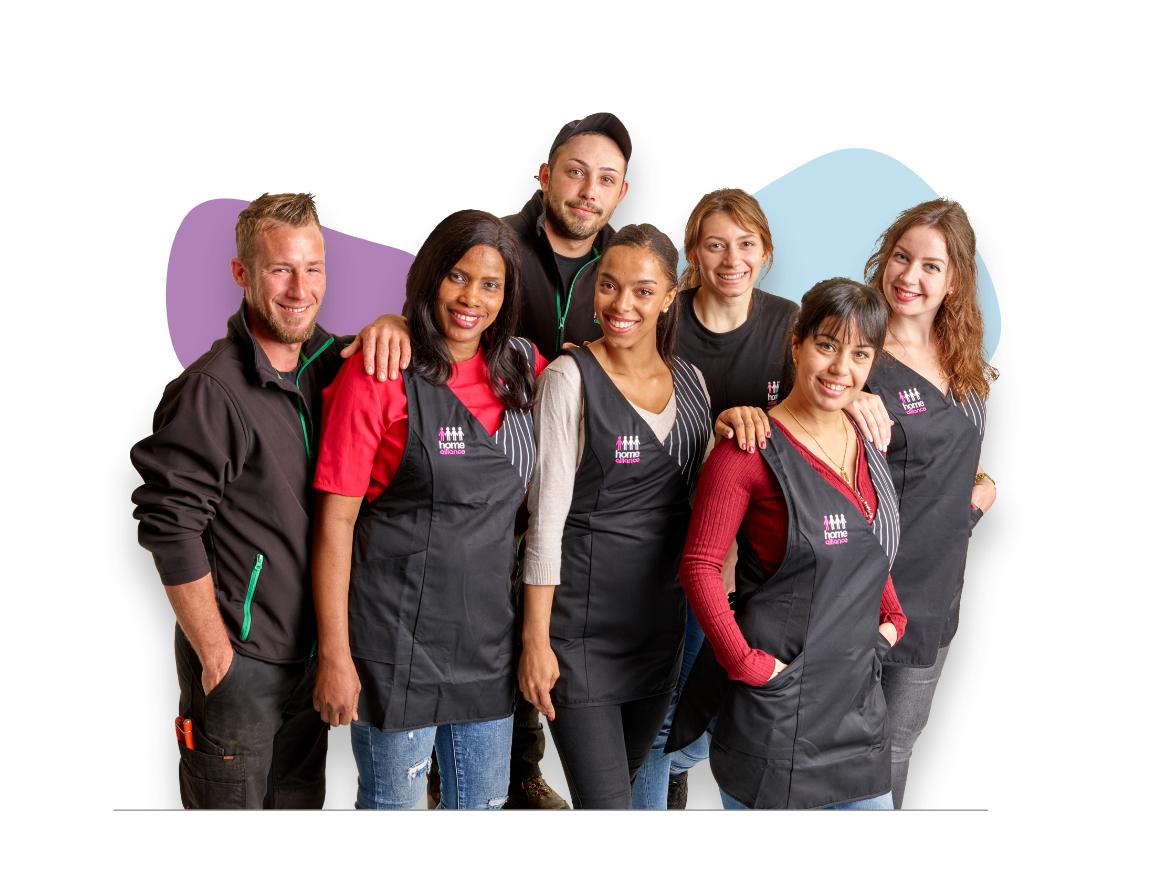 Quelques fidèles collaborateurs : Damien, Oumou, Bastien, Magalie, Léa, Fatima et Erika. (De gauche à droite)